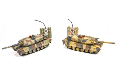 Танковый бой Huan Qi Abrams vs Abrams 1:24 27Mhz vs 40Mhz
